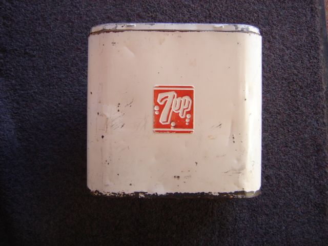 1949 7 UP COOLER SMALL 6 PACK COOLER