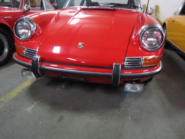 1969 PORSCHE 911 E COUPE 37