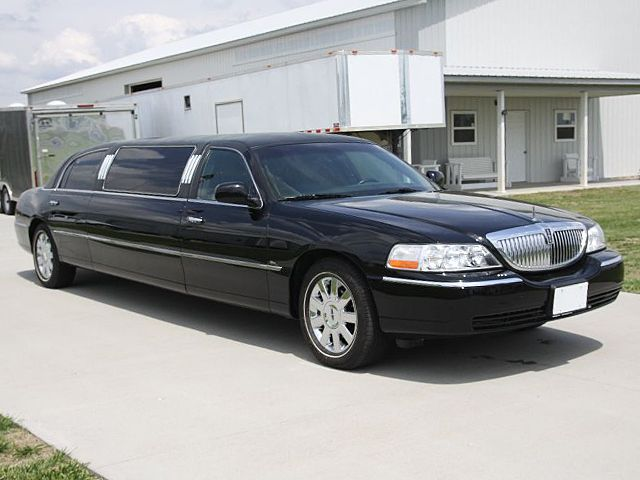 2005 TOWN CAR LIMO Image