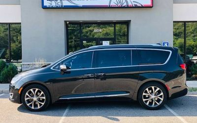 2017 Chrysler Pacifica Limited 4 DR. Minivan