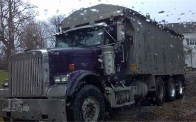 2001 Freightliner FLD 120 Classic