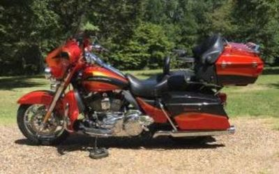 2013 Harley-Davidson Flhtcuse6-Cvo-Ultra-Classic-Electra-Glide